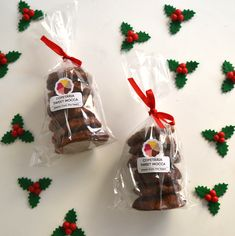 This gingerbread is inspired by the Nuremberg Elisen gingerbread cookies. Filled with nuts and dried fruits, these gingerbread are tasty and delicious for Christmas. A perfect gift idea! Christmas Goodies, Christmas Ornaments, Mocca, Gingerbread Cookies, Tasty, Inspired, Fruit, Holiday Decor, Sweet