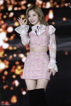 Dahyun-Twice 190115 Seoul Music Awards Kpop Fashion, Korean Fashion, Fashion Outfits, Stage Outfits, Kpop Outfits, Nayeon, South Korean Girls, Korean Girl Groups, Sana Momo