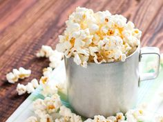 Ditch the kettle corn and spice up your favorite movie night snack with these tasty ideas. Best Popcorn, Popcorn Snacks, Flavored Popcorn, Popcorn Recipes, Candy Popcorn, Cookie Recipes, Healthy Movie Snacks, Movie Night Snacks, Homemade Kettle Corn