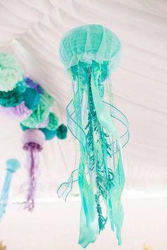 Медуза из бумажных фонариков
