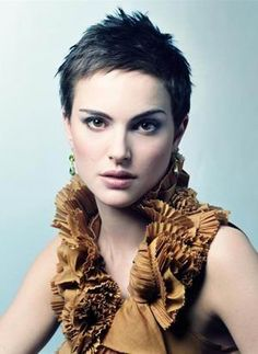 Natalie Portman.. Love this hair cut too.  (Wish I could make this look work for me too!)
