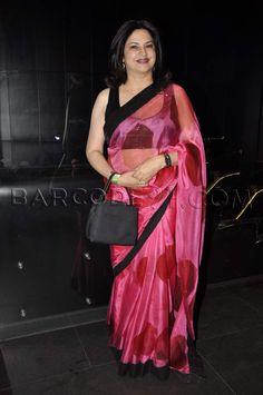 saree Indian Actress Hot Pics, Indian Actresses, Bollywood Fashion, Bollywood Actress, Priyanka Chopra Saree, Aunty Desi Hot, Saree Shopping, Indian Sarees, Pakistani