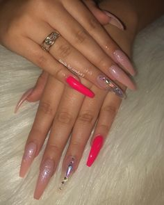Semi-permanent varnish, false nails, patches: which manicure to choose? - My Nails Coffin Shape Nails, Coffin Nails Long, Pink Coffin, Best Acrylic Nails, Acrylic Nail Designs, Bling Nails, Swag Nails, Nails Kylie Jenner, Nagel Bling