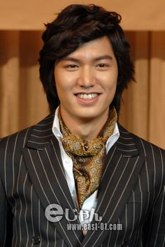 """[News] Lee Min-ho puts his money where his mouth is Televiewers fell in love with Lee Min-ho as the rich but deceptively arrogant Gu Jun-pyo in """"Boys Over Flowers."""" But when we interviewed the 28-year-old actor via e-mail last week, we realized he..."""