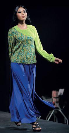 ACARA fesyen bersifat kebajikan iaitu REFLECTION dengan slogan 'bergaya sambil beramal' menyingkap tirai 2012.