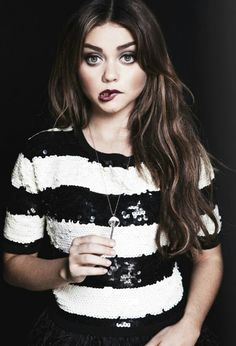 Sarah Hyland is best known for her starring role in the hit series, Modern Family. Learn more about this hottie here and see her most beautiful photos. Haley Modern Family, Pretty People, Beautiful People, Beautiful Women, Beautiful Clothes, Celebrity Faces, Preppy Look, Sarah Hyland, Celebs