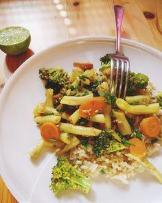 ryz z warzywami na patelnie Pasta Salad, Ethnic Recipes, Food, Crab Pasta Salad, Essen, Meals, Yemek, Eten