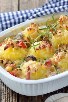 Hearty dumpling casserole with bacon and mushrooms-Deftiger Knödelauflauf mit Speck und Pilzen Hearty dumpling casserole with bacon and mushrooms - Clean Eating Grocery List, Clean Eating Recipes For Dinner, Clean Eating Meal Plan, Clean Eating Breakfast, Healthy Eating Tips, Clean Eating Snacks, Dinner Recipes, Healthy Nutrition, Meat Recipes