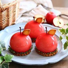 NatsumiさんはInstagramを利用しています:「. . ⚐いちごのロールケーキ . 今さら感ありますが今年のお年賀スイーツはこちらのロールケーキでした。 . いちごがあるだけで可愛いな🙈💓 . 持ち運びに使ったアイテム等はブログで紹介してます✨ . 今日は毎年恒例の牡蠣を食べに宮島へ行ってきました。…」 Elegant Desserts, Beautiful Desserts, Cute Food, Yummy Food, Flan, Polynesian Food, Mousse, Japanese Sweets, Food Crafts