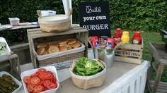 Festival party in de Steinsetuin. Build your own burger bar.