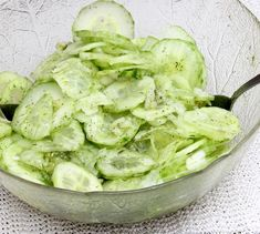 Quick, Easy And Delish! These Easy Salad Recipes Are Great For Potlucks, Parties And Family Get-Togethers. Which One Is Your Favorite? Cucumber Appetizers, Appetizer Salads, Cucumber Salad, Easy Salads, Healthy Salad Recipes, Easy Meals, New Recipes, Cooking Recipes, German Recipes