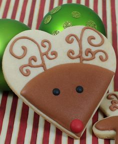 Great way to use a heart-shaped cookie cutter at Christmas. Rudolph Decorated Co… Great way to use a heart-shaped cookie Christmas Sugar Cookies, Holiday Cookies, Christmas Treats, Christmas Baking, Christmas Cookie Cutters, Fancy Cookies, Iced Cookies, Cupcake Cookies, Cupcakes