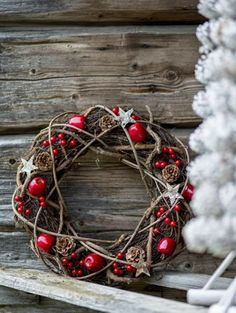 Check Out 23 Rustic Christmas Decor Ideas To Try This Year. Decorating the house for the Christmas holiday in rustic style can be interesting and unique. Noel Christmas, Outdoor Christmas Decorations, Country Christmas, Winter Christmas, Grapevine Christmas, Christmas Ideas, Christmas 2019, Simple Christmas, Christmas Branches