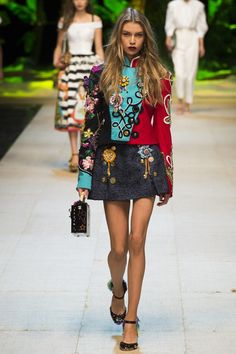 2b38eebb7b06a Dolce   Gabbana Spring 2017 Ready-to-Wear Fashion Show
