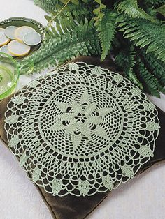 Peacock Doily: Free pattern for those that 'sign up.' I'm a brat, so I won't but I am confident in my ability to do this on my own, but with better colors. :P