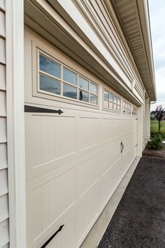 Exceptionnel Hinges And Windows On Garage Doors Really Dress Up A Home!