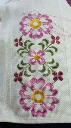 This post was discovered by Şermin Yalım. Discover (and save!) your own Posts on Unirazi. Cross Stitch Rose, Cross Stitch Borders, Cross Stitch Flowers, Cross Stitch Charts, Cross Stitch Designs, Cross Stitching, Cross Stitch Embroidery, Embroidery Patterns, Hand Embroidery