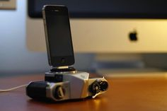 Old 1970s SLR cameras repurposed for iPhone and iPod charging docks...courtesy of photographer Roberto Altieri (and DesignTaxi.com to sharing)