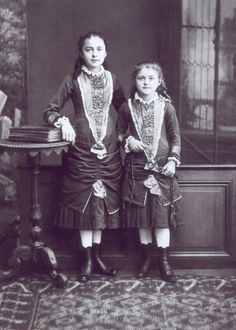 Photograph of St. Therese of Lisieux and her older sister, Celine. Catholic Art, Catholic Saints, Patron Saints, Religious Art, Sainte Therese De Lisieux, Ste Therese, Religion, Celine, Dream Tattoos
