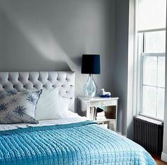 Image from dominomag Tufted bed Mirrored beside table