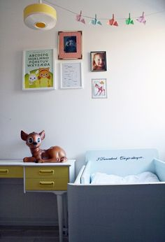 Children's room - Vintage bed and lamp - BoligPluss