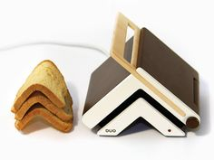 Toaster and Knife is a minimal design created by Israel-based designer Zlil Lazarovich. The bent shape of the toaster creates an iconic V shape toast and the Y