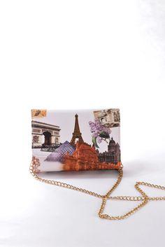 Νεανικό Τσαντάκι ώμου – φάκελος με λευκό φόντο  και απεικόνιση διάσημων παγκόσμιων μνημείων.  Χαριτωμένο, για όλες τις ώρες.