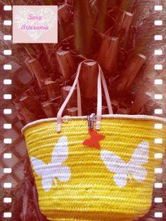 Capazo XL de 4 asas pintado a mano.LLavero mariposa