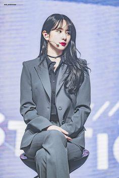 K-Pop Babe Pics – Photos of every single female singer in Korean Pop Music (K-Pop) Blackpink Fashion, Kpop Fashion Outfits, K Pop, Kpop Girl Groups, Kpop Girls, Bts And Exo, Cosmic Girls, Popular Music, Female Singers