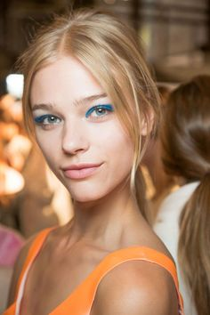 At the Honor show at Spring-Summer 2015 New York Fashion Week Polly Osmond for Beauty.com featuring Kevyn Aucoin basically shut everything down with this gorgeous blue eyeshadow look.