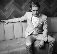 Freddie Fox of Cucumber and Banana Freddie Fox, Hollywood Men, Attractive Guys, Actor Model, Celebs, Celebrities, Thomas Brodie, Cute Guys, Good Times