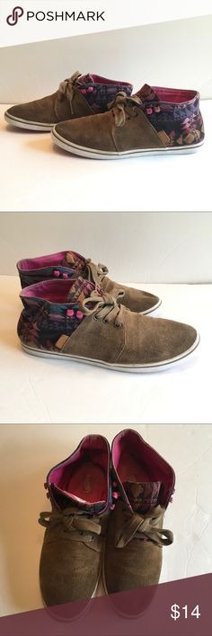 a4178034e8 Vans Aztec Camryn suede mid top shoes ❤️Description  rare vans with a suede  like