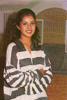 Official Website of Divya Bharti : The Exclusive Archive of Divya Bharti, Hindi Films, Wallpapers, Galleries, News and Death Controversy. Bollywood Photos, Vintage Bollywood, Rare Photos, Beautiful Indian Actress, Old Pictures, Creative Photography, Indian Beauty, Role Models, Actresses