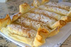 Pastéis de maçã e nozes Mini Desserts, Delicious Desserts, Dessert Recipes, Portuguese Desserts, Portuguese Recipes, Desserts Around The World, Good Food, Yummy Food, Christmas Dishes
