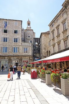 "De Piaca or People's Square is officially named ""Square of Saint Lawrence"" in Split_ Croatia"