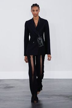 See all the Collection photos from Gabriela Hearst Spring/Summer 2020 Ready-To-Wear now on British Vogue Catwalk Fashion, Fashion 2020, Star Fashion, Fashion Brands, Fashion Show, Vogue Paris, Gabriela Hearst, Shirt Skirt, Shorts