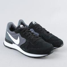 Sneakers // Nike Internationalist Black/White/Dark Grey/Black