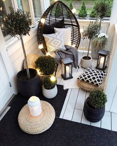 15 Ways to Make Your Small Balcony Space Feel Like A Backyard Oasis - Das schö. - 15 Ways to Make Your Small Balcony Space Feel Like A Backyard Oasis – Das schönste Bild für p - Small Balcony Decor, Small Balcony Garden, Small Outdoor Spaces, Small Balcony Design, Small Patio Ideas Townhouse, Balcony Decoration, Small Balconies, Outdoor Rooms, Outdoor Living