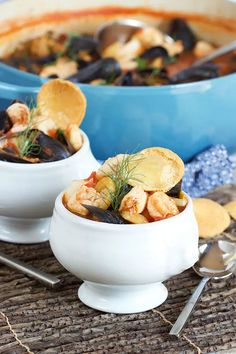 Easy Traditional Bouillabaisse Recipe // Video - The Suburban Soapbox Seafood Bouillabaisse, Bouillabaisse Recipe, Seafood Stew, French Soup, Clam Recipes, Shellfish Recipes, Yams, Oysters, Food Videos