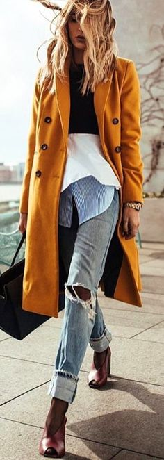 #spring #outfits woman wearing yellow coat. Pic by @vogue__cafe