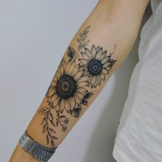Best Sunflower Tattoo Designs In 2020 Sunflower tattoo – Top Fashion Tattoos Sunflower Foot Tattoos, Sunflower Tattoo Sleeve, Sunflower Tattoo Design, Flower Tattoo Arm, Mandala Tattoo, Tattoo Ideas Flower, Butterfly Foot Tattoo, Colorful Sunflower Tattoo, Floral Foot Tattoo