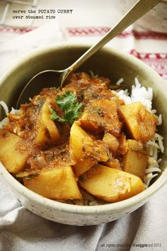 Potato Curry is a staple in any Indian house – we all have our special go to recipes which came from our mothers or aunts. This one is a simple recipe that tastes fantastic with steamed rice. Veg Dishes, Curry Dishes, Vegetable Dishes, Side Dishes, Yummy Vegetable Recipes, Vegetarian Recipes, Cooking Recipes, Healthy Recipes, Savoury Recipes