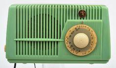 Peter Pan Radio Australian, circa 1952, green Bakelite case…