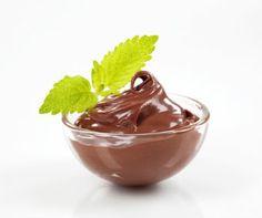 Creme de chocolate. Experimente esses cremes de chocolate. São semelhantes àquele que compramos, em potinhos, nos supermercados.    Mais receitas em: http://www.receitasdemae.com.br/receitas/creme-de-chocolate/
