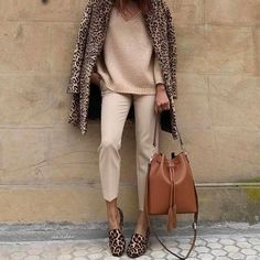 See our very easy, comfortable & simply stylish Casual Fall Outfit inspirations. Get motivated with your weekend-readycasual looks by pinning the best looks. Mode Outfits, Fall Outfits, Casual Outfits, Office Outfits, Look Fashion, Womens Fashion, Fashion Trends, Fashion Clothes, Fashion Dresses