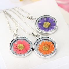 Dried Flower Necklace Sivler Plated with Glass Daisy Shaped Real Pressed Flower Choker Pendant Necklace for Women Party   Fine or Fashion:Fashion Item Type:…