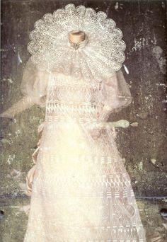 "reciprocates: "" Gown designed by Eiko Ishioka for Bram Stoker's Dracula, directed by Francis Ford Coppola. Dracula Film, Bram Stoker's Dracula, Fashion Tv, Holiday Fashion, Eiko Ishioka, Japanese Costume, Movie Costumes, Hollywood, Costume Dress"