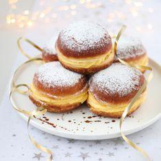 Berliner bollen met banketbakkersroom Baking Recipes, Cake Recipes, Romanian Desserts, Donut Maker, Good Food, Yummy Food, High Tea, Nutella, Sweet Recipes