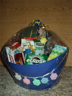 Daddy-to-be hospital basket. A cute idea, although I think instead of giving after a baby shower, I would rather make one and put it in our trunk and then tell Dan about it when we get to the hospital for a surprise treat for him! And of course put things he would actually enjoy... not just necessities.