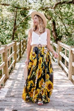How to dress down a sunflower skirt with a white button cami (white linen tank top), flat white sandals, a woven belt, a straw handbag and a straw boater hat. Makes for a casual summer skirt outfit and a trendy end of summer look. Maxi Skirt Outfit Summer, Maxi Skirt Outfits, Cute Summer Dresses, Summer Skirts, Dress Skirt, Summer Outfits, Easy Outfits, Modest Outfits, Casual Outfits